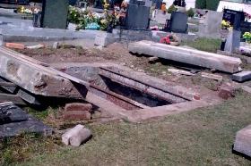 2012 - Oprava válečného hrobu